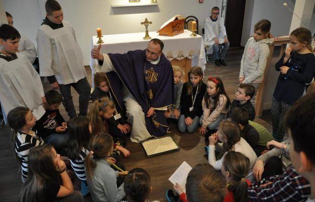 Dzieci poznawały Jezusa