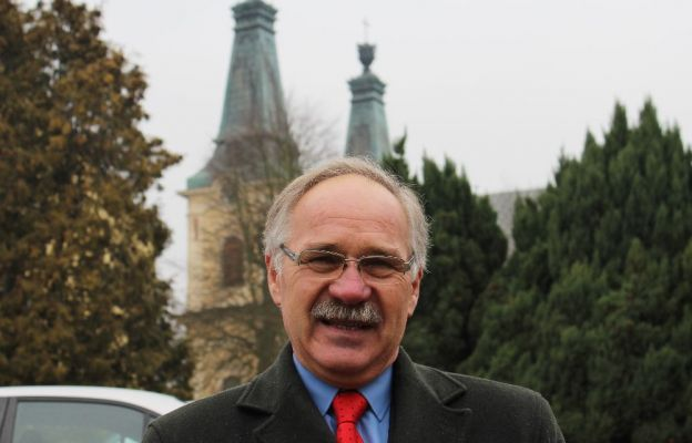 Piotr Kirziejonek jest nadzwyczajnym szafarzem Komunii św. w parafii Miłosierdzia Bożego w Zielonej Górze.