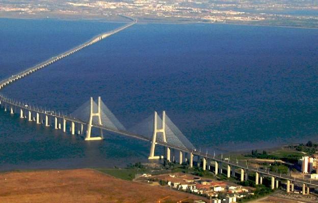 Most Vasco da Gamy. Rzeka Tag w okolicach Lizbony