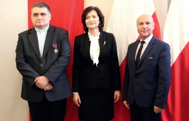 Ks. Sławomir Zych odznaczony Krzyżem Zasługi