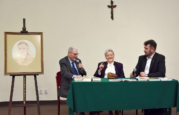 Teresa i Antoni Grodziccy podzielili się historią obecności błogosławionego w życiu ich rodziny
