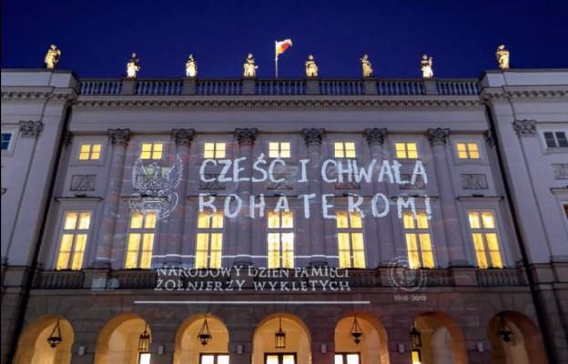 Pałac Prezydencki w Warszawie – iluminacja w Narodowy Dzień Pamięci Żołnierzy Wyklętych, 1 marca 2018 r.