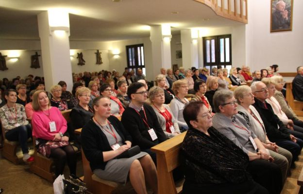 W rekolekcjach uczestniczy 140 osób z ponad 40 Parafialnych Zespołów Caritas