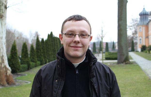Dawid Klepusewicz jest klerykiem 5 roku seminarium w Paradyżu. Pochodzi z parafii św. Józefa w Nowej Soli. Lubi słuchać muzyki i oglądać filmy (z wyjątkiem horrorów).
