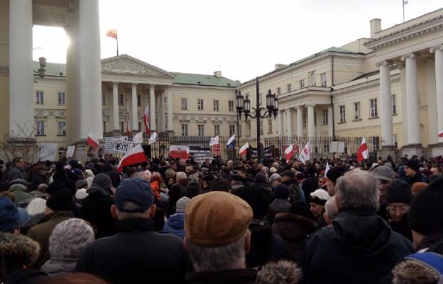 2a599df775 Warszawa  protest rodziców i organizacji prorodzinnych przeciwko ...
