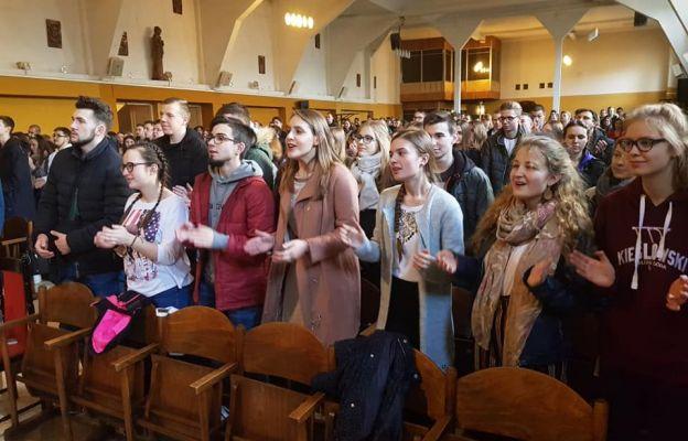 Blok modlitewno-konferencyjny jest stałym punktem pielgrzymki maturzystów