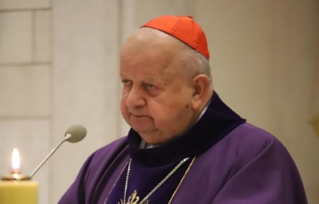 Kard. Dziwisz: zjednoczmy się na modlitwie w 15. rocznicę przejścia Jana Pawła II do domu Ojca