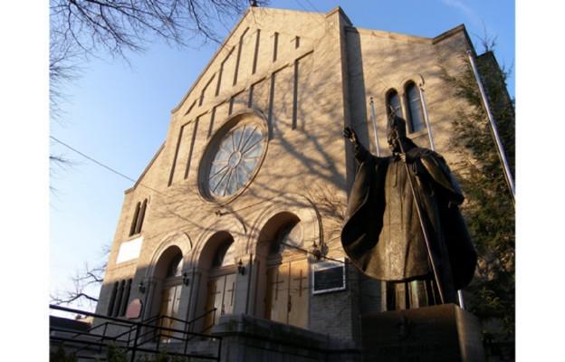Pomnik papieski przed kościołem St. Frances de Chantal na Brooklynie