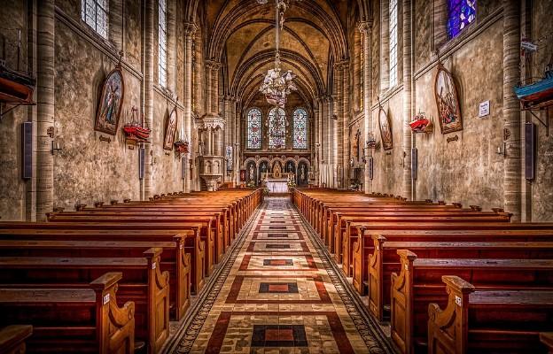 Wielki Kościół w małej wspólnocie