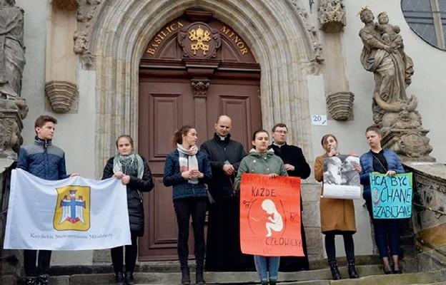 Członkowie KSM poczas bolesławieckiej akcji Flash Mob