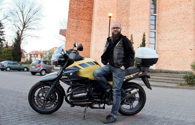 Ks. Daniel Geppert – wikariusz w parafii pw. Ducha Świętego w Zielonej Górze, należy do klubu księży motocyklistów Gods Guards