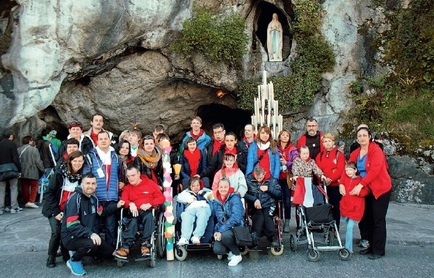 Niepełnosprawne dzieci liczą na pomoc, by tak jak inni mogli pojechać do Lourdes