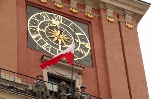 Podniesienie flagi narodowej na Zamku Królewskim