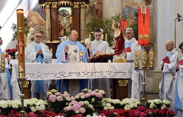 Bp Tadeusz Pikus przewodniczył Eucharystii w węgrowskiej bazylice