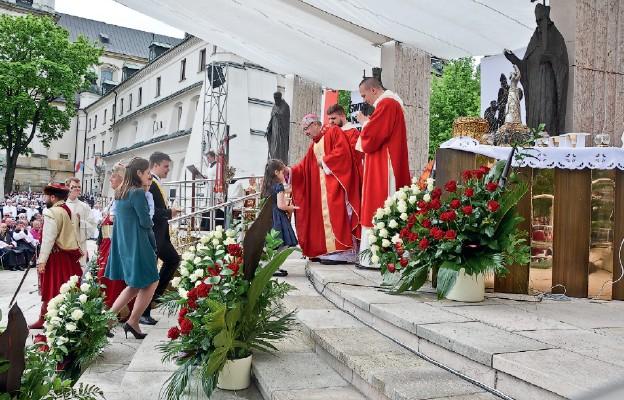 Chleb i wino przyniosła do ołtarza krakowska rodzina
