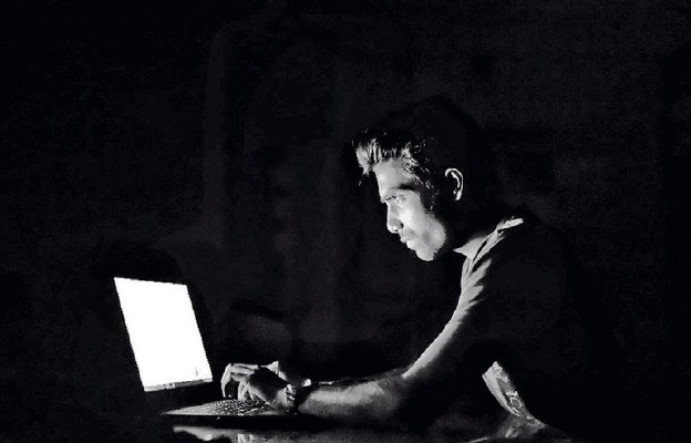 Zagrożenia w wirtualnym świecie nie są wcale wirtualne, lecz jak najbardziej realne...