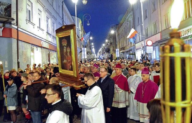 Procesja różańcowa przeszła ulicami Kielc