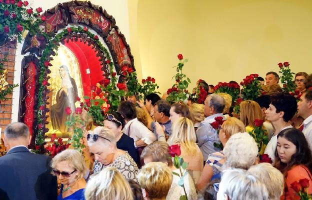Do św. Rity w nowosądeckim sanktuarium jej czcciele  przybyli z różami