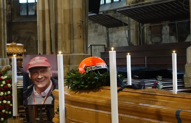 Uroczyste Requiem dla Nikiego Laudy w katedrze wiedeńskiej
