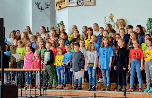 Uczestnicy XIV edycji Festiwalu Twórczości Chrześcijańskiej to dzieci i młodzież z całej Polski