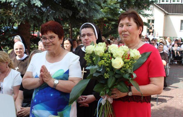Siostry Felicjanki i pensjonariuszki DPS dziękowały za 60 lat Domu Pomocy Społecznej w Szarczu