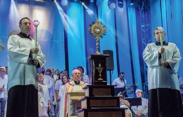 Zwieńczeniem koncertu jest adoracja Najświętszego Sakramentu