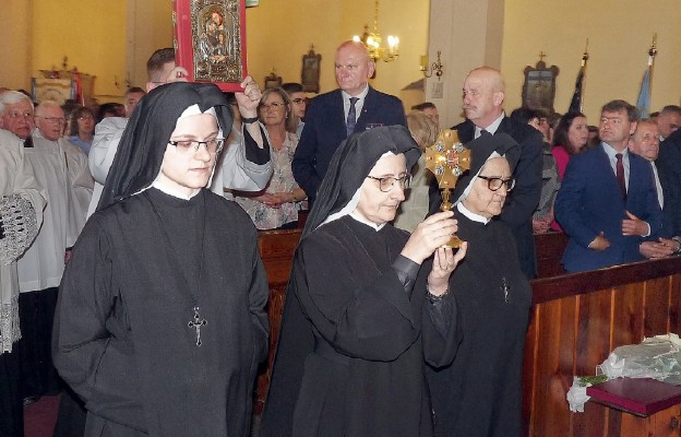 Podczas uroczystości były obecne relikwie bł. Marii Karłowskiej