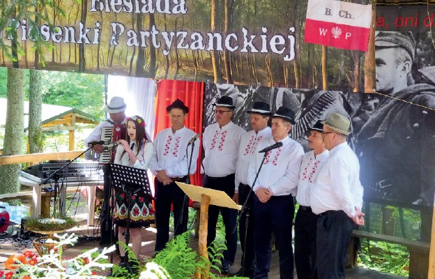 Śpiewają radni i sołtysi Radsoł ze Starego Dzikowa
