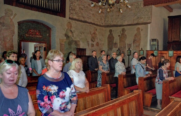 Parafia pw. Świętych Apostołów Piotra i Pawła w Grzędzicach