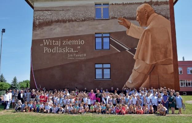 Mural św. Jana Pawła II