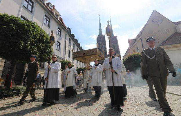 Procesja Bożego Ciała z katedry wrocławskiej