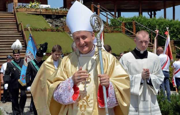 Biskup tarnowski Andrzej Jeż pobłogosławił uczestników wielkiego rodzinnego święta
