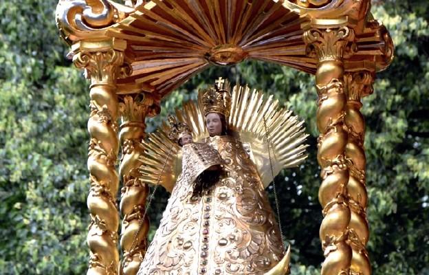 Łaskami słynąca figura Matki Bożej