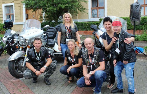 - Jest to inicjatywa zawierzenia kierowców motocyklistów św. Krzysztofowi - mówi Krzysztof Betka (trzeci z prawej) z Klubu Motocyklowego Cuprum Riders