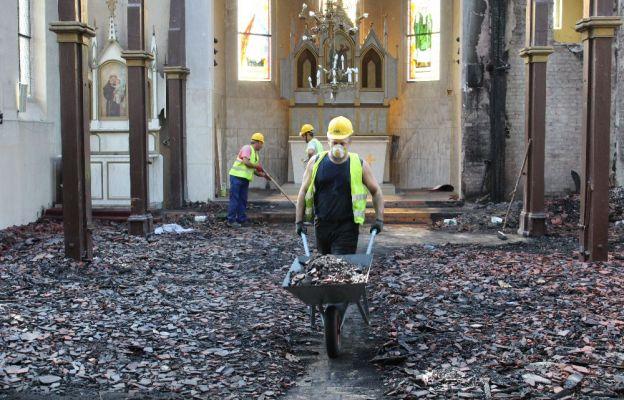 Lutol Suchy: Ruszyły prace porządkowe po pożarze kościoła
