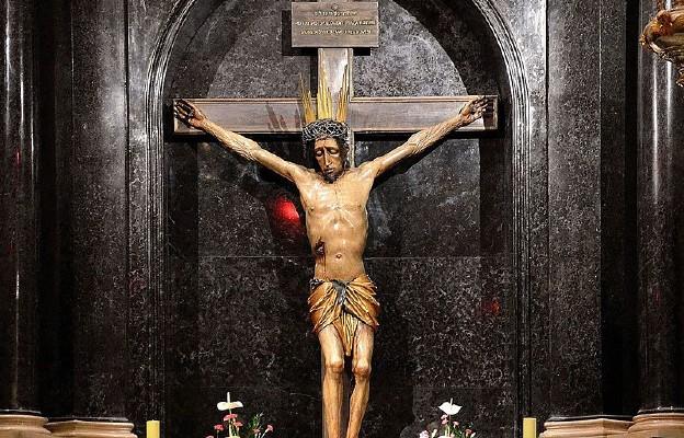 Krucyfiks w Kaplicy Cudownego Pana Jezusa Ukrzyżowanego w katedrze św. Jana w Warszawie
