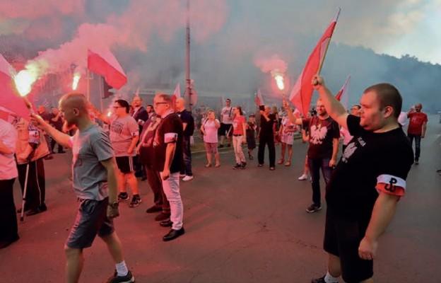 """""""Cześć i chwała bohaterom"""" – wspomnienie 1 sierpnia 44 w Wałbrzychu"""