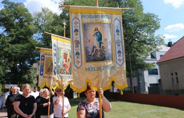 Procesja eucharystyczna wokół świątyni