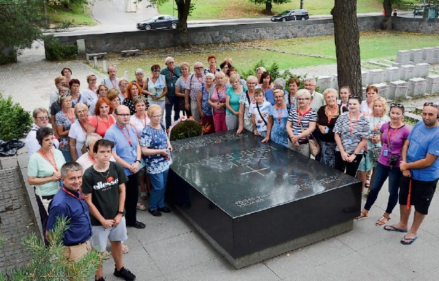 Na polskim cmentarzu na Rossie