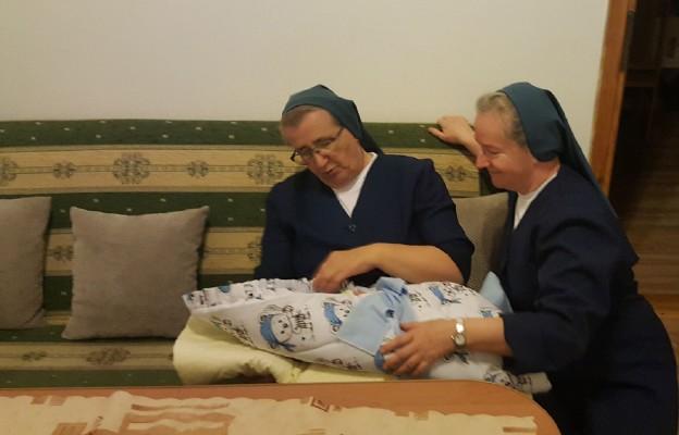 Siostry Miłosierdzia z Bernardem Maksymilianem