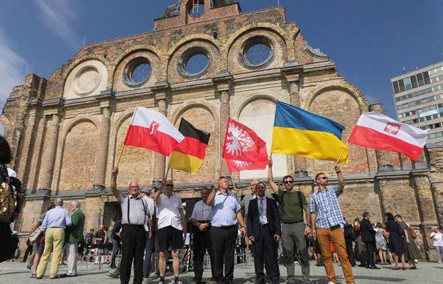 Bp Lityński i przedstawiciele Klubu Rodła Ziemi Babimojskiej na uroczystościach w Berlinie