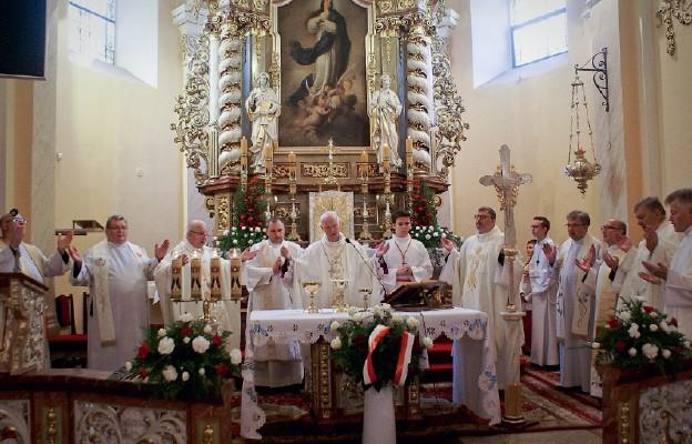 Msza św. sprawowana w kościele pw. Wniebowzięcia Najświętszej Maryi Panny pod przewodnictwem bp. Ignacego Deca