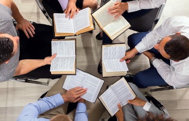 Biblia przetłumaczona na 694 języki świata