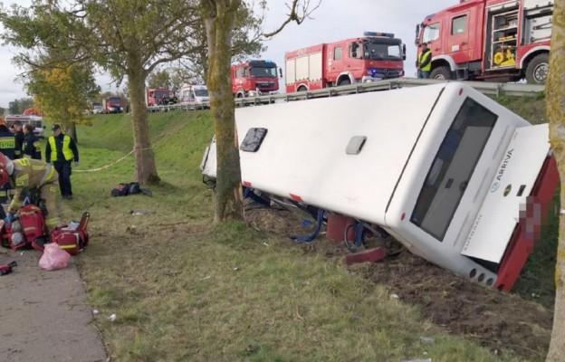 Wypadek autobusu przewożącego dzieci - są ranni
