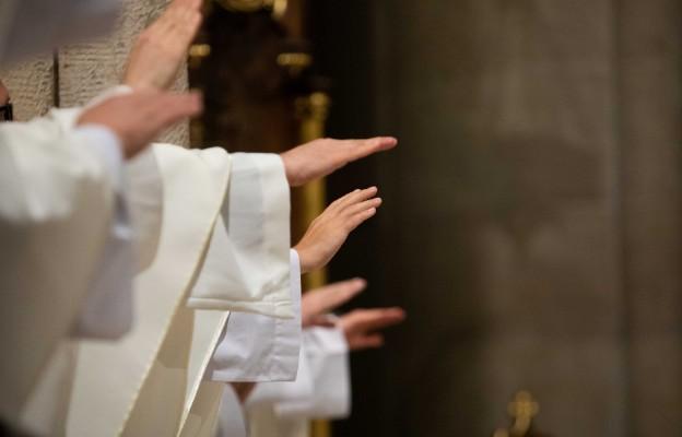 Dlaczego nie lubią księży?