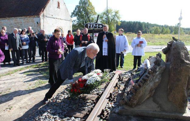 Biedrzychowice Dolne: Poświęcenie pamiątkowej tablicy i wprowadzenie relikwii św. Maksymiliana Marii Kolbe