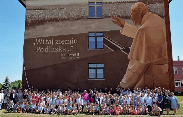 Żywy pomnik św. Jana Pawła II