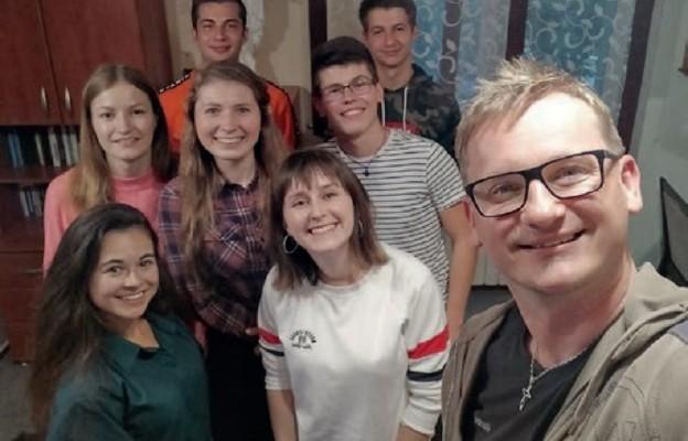 Stypendyści z diecezji  kieleckiej z ks. Marcinem Boryniem