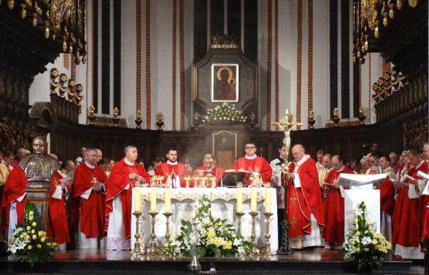 Abp Delpini: Tylko Chrystus daje nadzieję na pokój na świecie