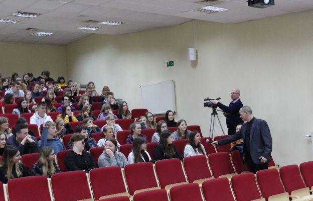 Dr Marek Kuczyński: Liczy się codzienny kontakt z językiem obcym
